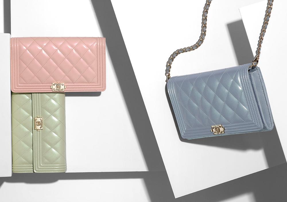 La pre-collection primavera 2016 di Chanel pensa anche alla piccola pelletteria