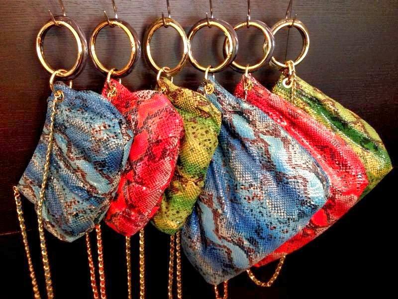 Con le Bracelet Bag le borse si agganciano al polso