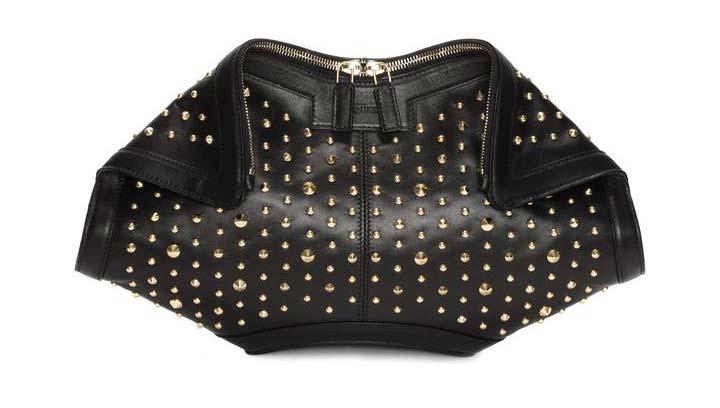 Clutch in pelle nera con borchie Alexander McQueen Studded De Manta 2015